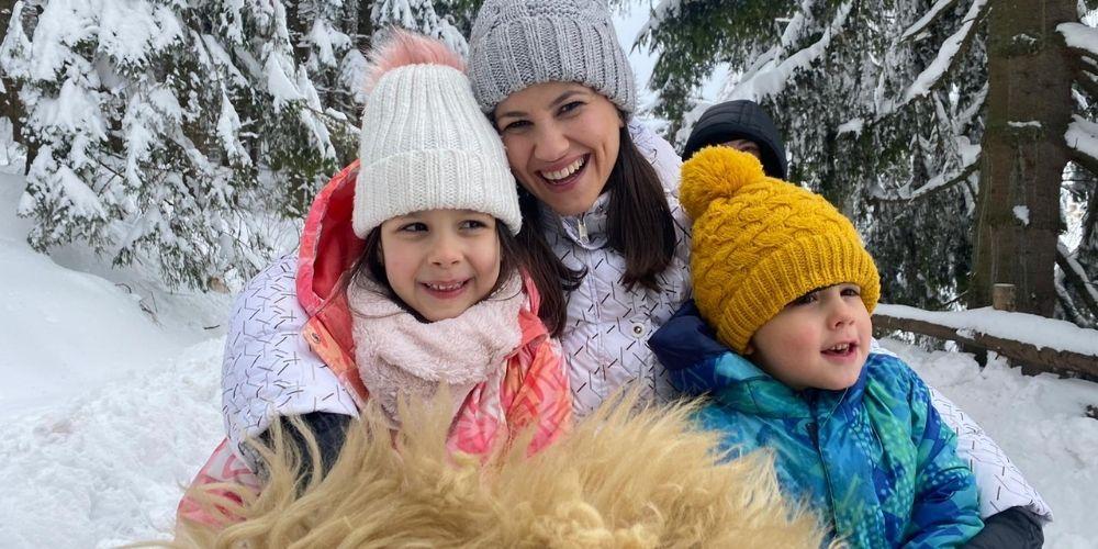mama si copiii in caruta